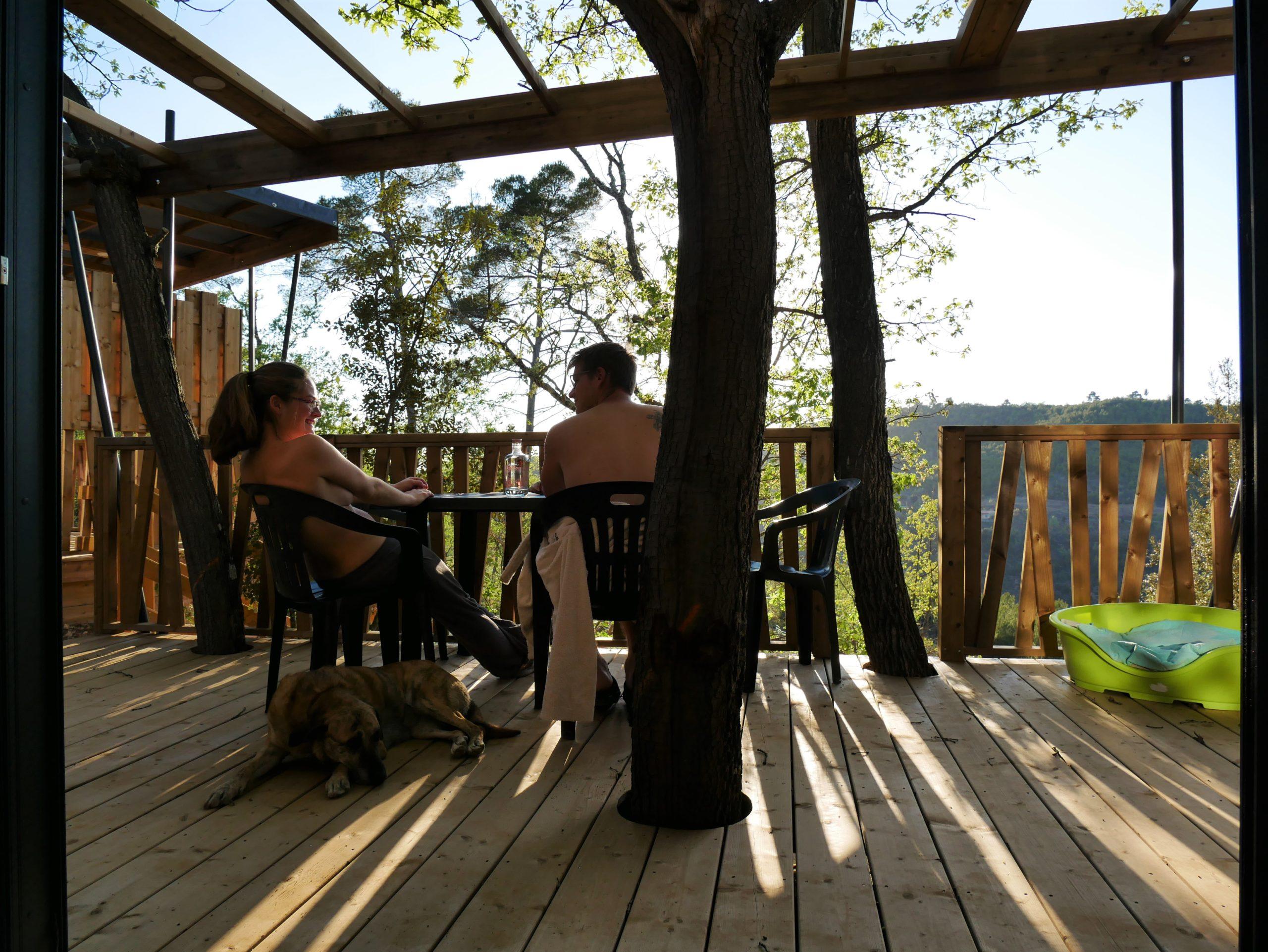 Chalet-naturiste-avec-terrasse